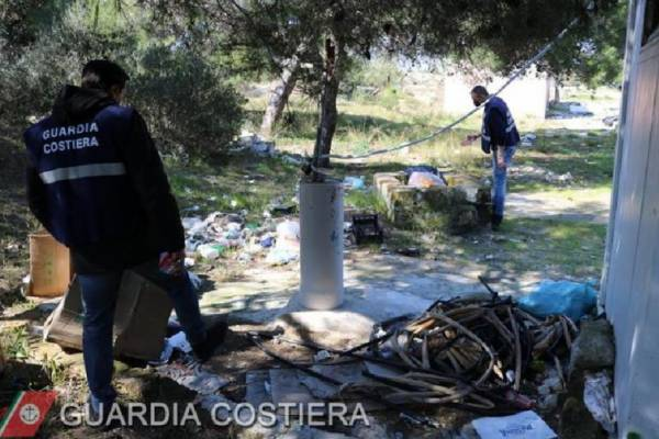 Amianto nella discarica abusiva sequestrata dalla Guardia Costiera